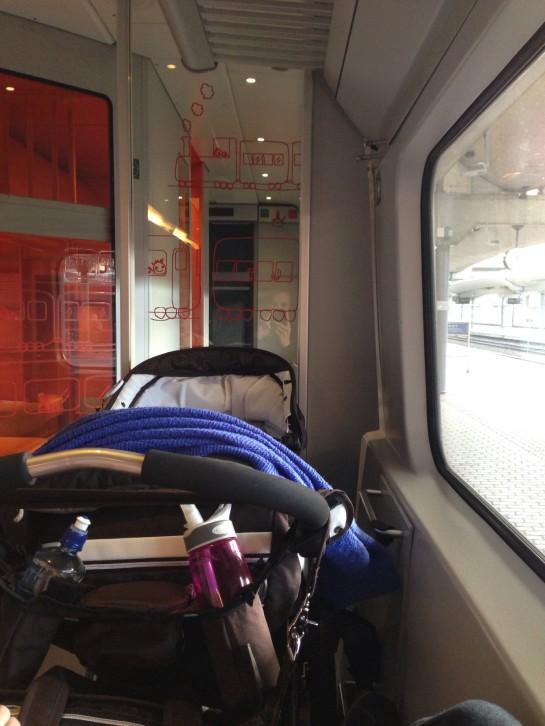 Vi besøkte Bergen, en tur som gikk overraskende fint med baby på tog.